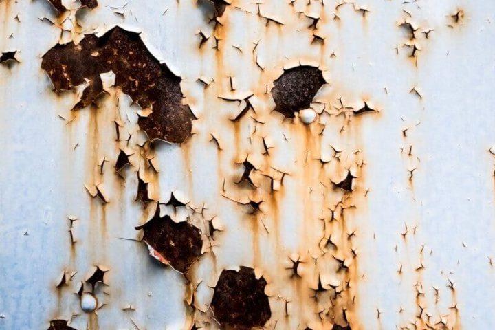 ペンキが剥がれた外壁で塗装できるのかを検討する